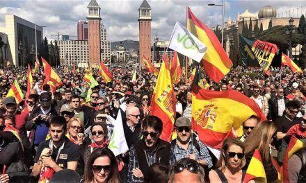 Vox fracasa en su intento de iniciar su campaña en Barcelona con un acto multitudinario