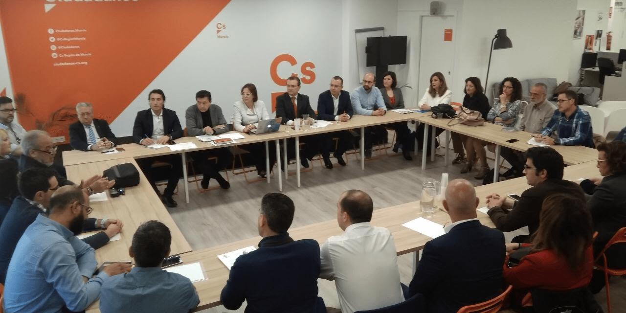 Ciudadanos presenta su Tarjeta Sanitaria Única a los colectivos del sector en la Región
