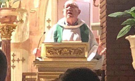 Don Pedro, el hermano de Villarejo cura en Marbella, escritor y tertuliano