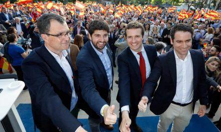 """Casado afirma que Sánchez está negociando """"la sedición y la independencia"""""""