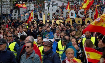 Policías y guardias civiles estallan en la Puerta del Sol contra la «falsa» equiparación de Marlaska
