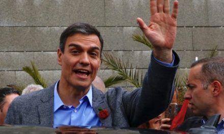 Sánchez se esconde de los periodistas: no se ha acercado a la caravana en toda la campaña
