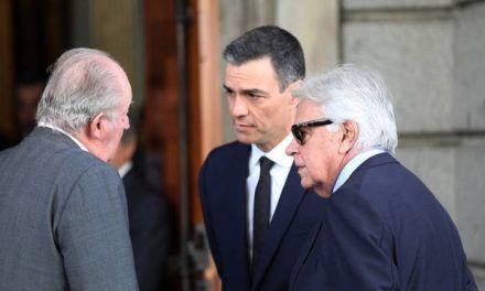 Pedro Sánchez desprecia al viejo PSOE a las 24 horas de enterrar a Rubalcaba