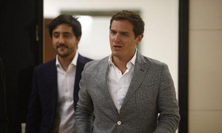 """Rivera, tajante con el 'plan Sánchez' y su """"banda"""" de socios: """"Vamos a votar 'no' con las dos manos"""""""
