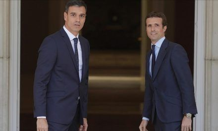 Pedro Sánchez y Pablo Casado se reúnen en secreto en la Moncloa