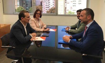El PP mantiene su poder en Murcia con la 'fórmula andaluza': consejerías para Cs y cesiones a la extrema derecha