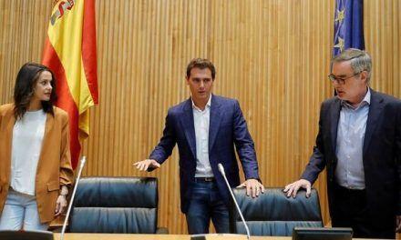 Ciudadanos rompe el 'cordón sanitario' a Vox pero no logra reeditar la vía andaluza en Murcia