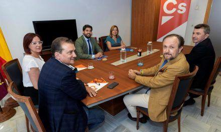 El PP confía en el desbloqueo: Cs afloja en Murcia y Vox en Madrid