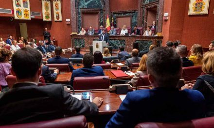 Vox tumba al candidato del PP en Murcia