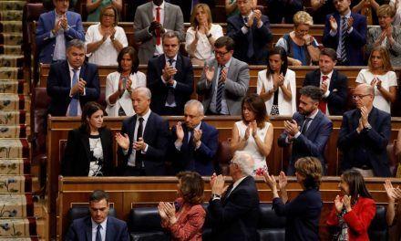 Sánchez ordena actividad a ministros y PSOE en agosto para evitar la imagen de parálisis