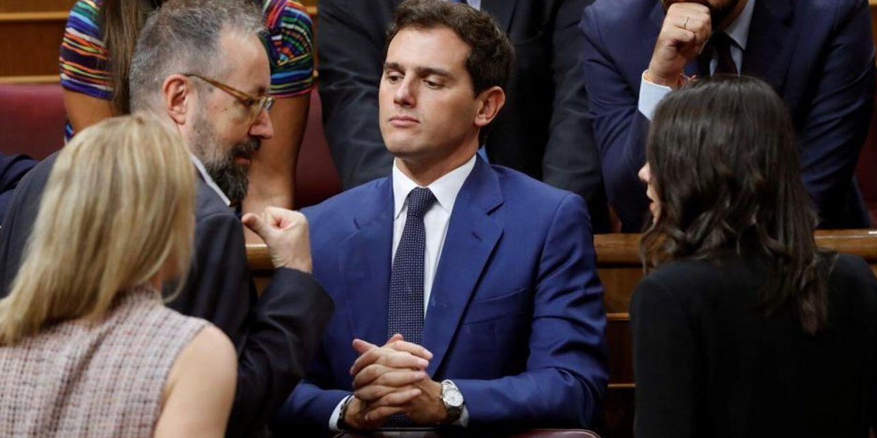 El extraño silencio de Albert Rivera: ni siquiera habla con su «socio preferente», Pablo Casado