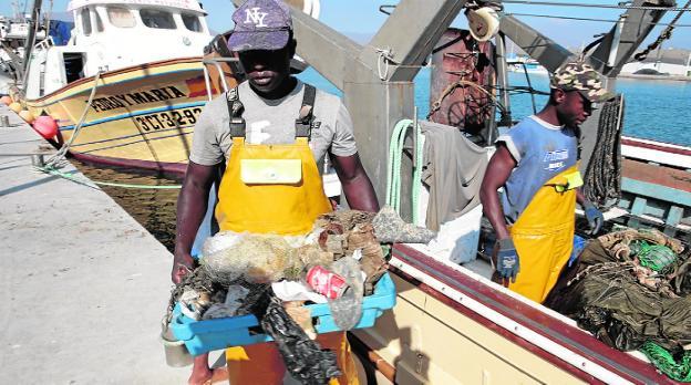 «Nuestro futuro pasa por recoger la basura marina»