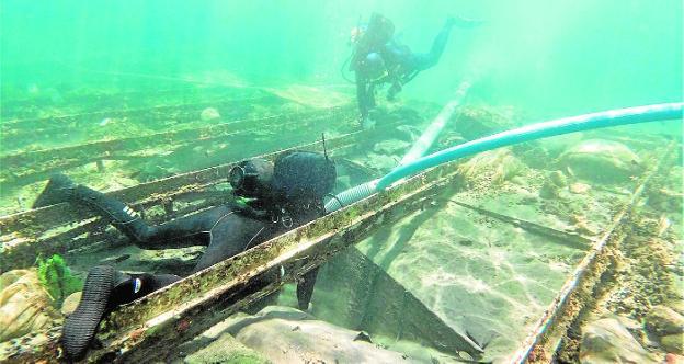 El rescate del barco fenicio de Mazarrón afronta su semana clave