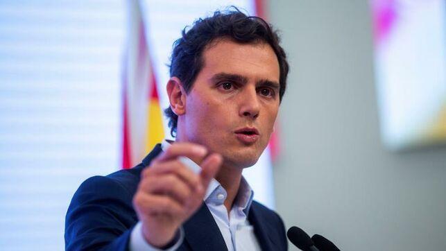 Es falso que «ni una sola encuesta» diera a Ciudadanos «más de 50 escaños» para el 28A como dice Albert Rivera