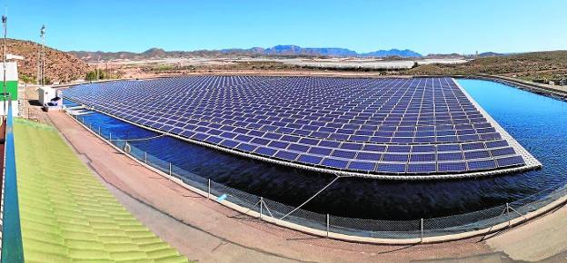 La desaladora de Mazarrón reducirá el precio del agua gracias a la energía solar