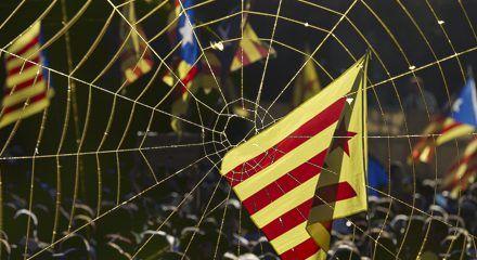 """La """"telaraña"""" catalana sigue actuando y el golpe continúa"""
