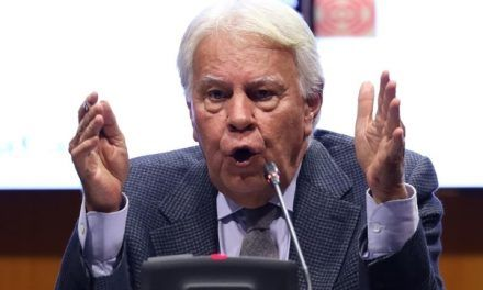 Felipe González dice que el Gobierno de coalición a veces le parece «el camarote de los hermanos Marx»