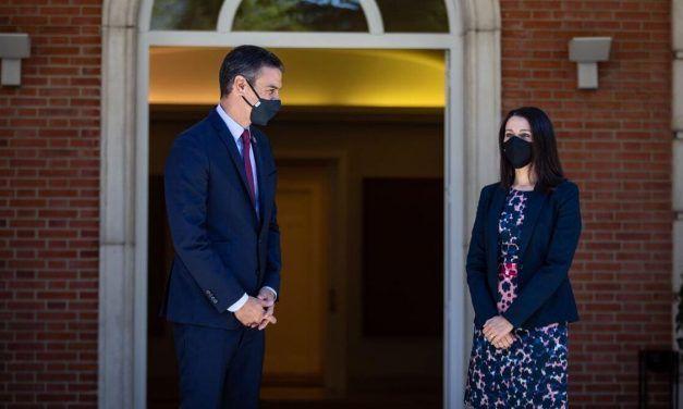 Arrimadas consolida su alianza con Sánchez para arrebatar el centro a Casado