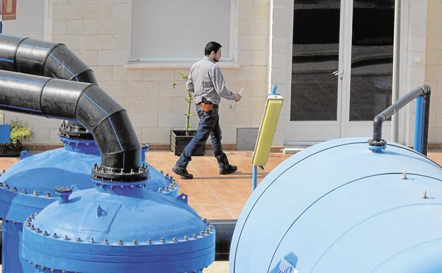 Documentos incautados apuntan a la connivencia de la Comunidad con empresas de la desaladora
