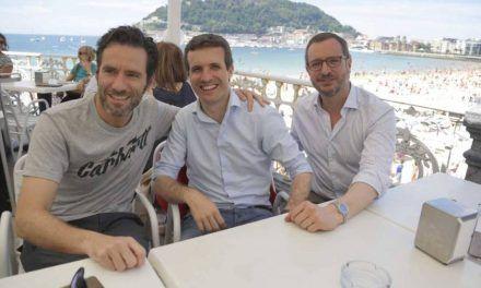 """Casado aspira a un PP hegemónico en el que """"ver juntos a Aznar y Rajoy"""""""