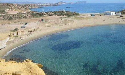 La playa es nuestra: un conflicto territorial tensa la relación entre dos pueblos de Murcia y Almería