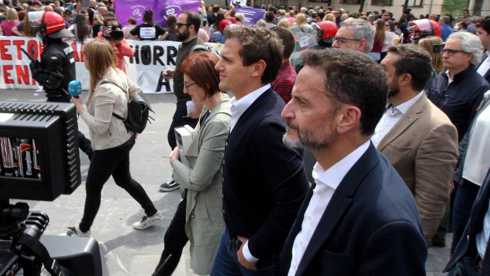 El pueblo de Josu Ternera boicotea con sirenas el acto de Rivera en homenaje a las víctimas