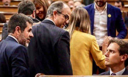 La mirada fulminante de Rivera al preso independentista retumba en el Parlamento