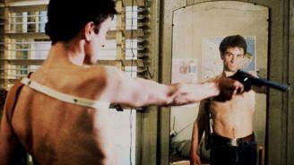 De Niro, la enlutada y el colectivo LGTBI