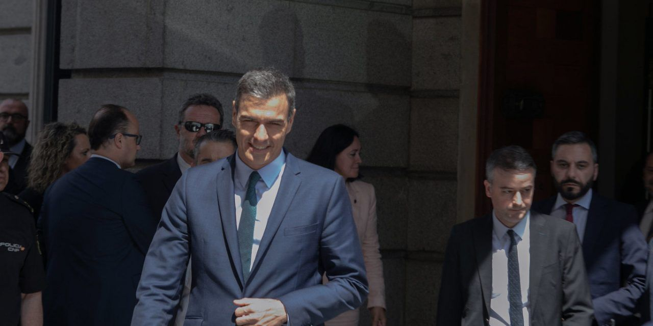 "Así 'escucha' Pedro Sánchez a los españoles: Iván Redondo ha creado el ""CIS de Moncloa"""