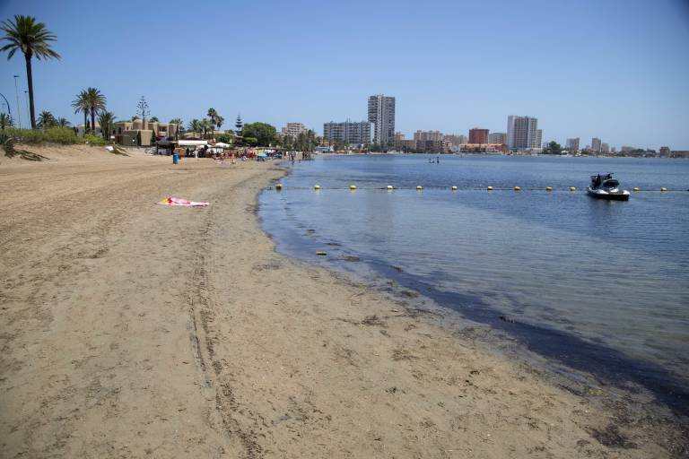 Los vecinos de Los Alcázares estallan contra la entrada de vertidos al Mar Menor