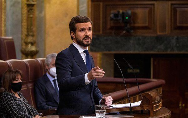 Sánchez crece, Casado salva los muebles y la torpeza de Abascal queda en evidencia