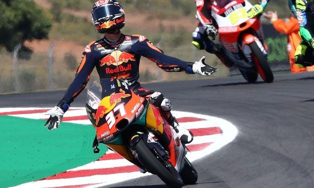 Acosta hace historia al ganar en Jerez en Moto3