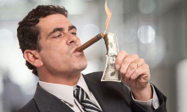 Los multimillonarios ganan miles de millones bajándose el salario